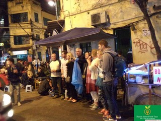 Hanoi Night life street food tour by walking